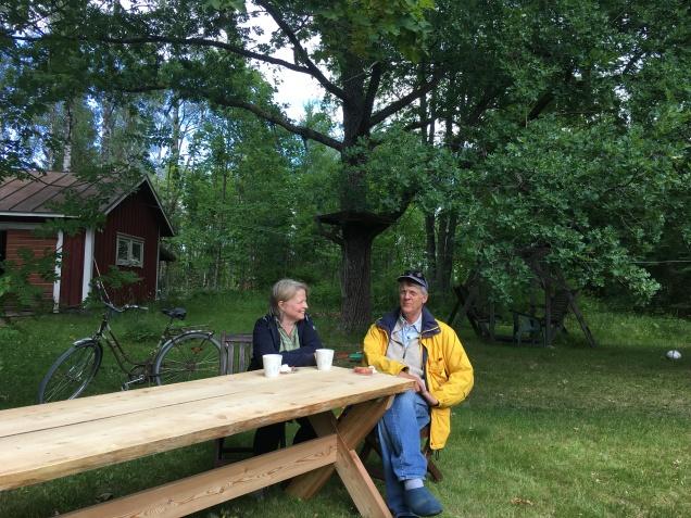 Kaffe och hallonpaj efter färdigt bord och 38 år och en dag som gifta